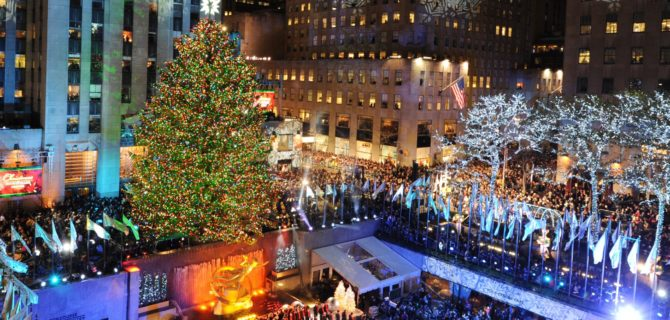 The Rockefeller Center Christmas Tree is lit November 30, 2011 in New York.    AFP PHOTO/Stan HONDA (Photo credit should read STAN HONDA/AFP/Getty Images)